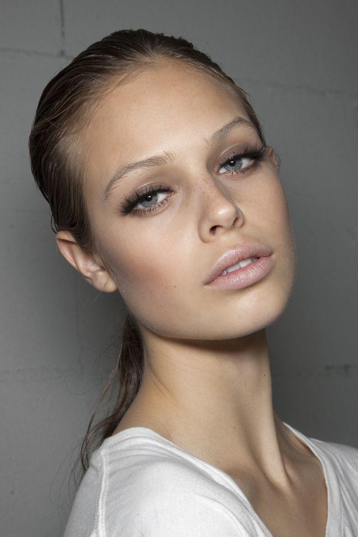 Pale lips Eyebrow Makeup Tips