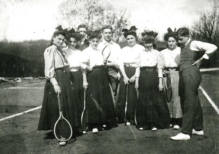 playing tennis, 1909 Marburg, Germany: Edwardianbel Époqueart, Époqueart Nouveau, 1910S Mode