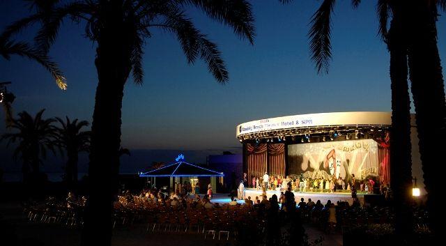 Mai 5 csillagos családi ajánlatunkhoz úgy gondoljuk elég két szó: Török Riviéra :D  Érdemes elmerülni az utazás gondolatában: http://www.kereso.elfida.hu/uticel/torokorszag-torok-riviera-side/sunis-kumkoy-beach-resort-hotel-spa/sunis-kumkoy-beach-resort-hotel-spa/193864?agency_id=41  #törökország #utazás #nyaralás #nyár2014 #nyár