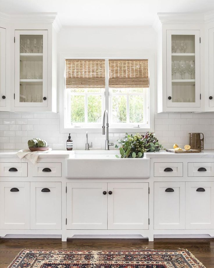 Traditional Style Kitchen Design With A Modern Twist: Switching Between Modern And Traditional These Days Has