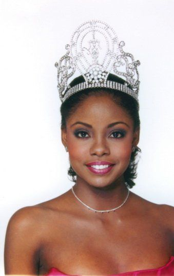Wendy Fitzwilliam, Miss Trinidad and Tobago crowned Miss Universe 1998.