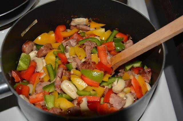 Jesienne potrawy ciąg dalszy :) leczo z papryki i cukinii :)