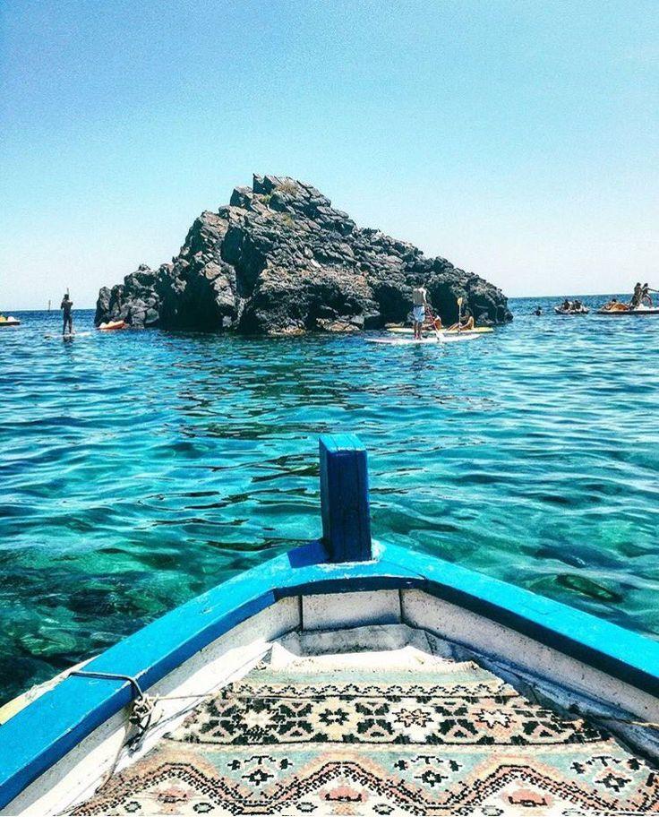 """""""il Mare non ha paese nemmeno Lui, ed è di tutti quelli che lo sanno Ascoltare"""". (G.Verga) Faraglioni di #Acitrezza #Catania ph martijoy"""