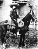 El 15 de octubre de 1910, Madero y sus colaboradores acordaron el Plan de San Luis, que llamó a la insurrección general y que logró el apoyo de los campesinos al incluir en el punto tercero algunas propuestas de solución al problema agrario