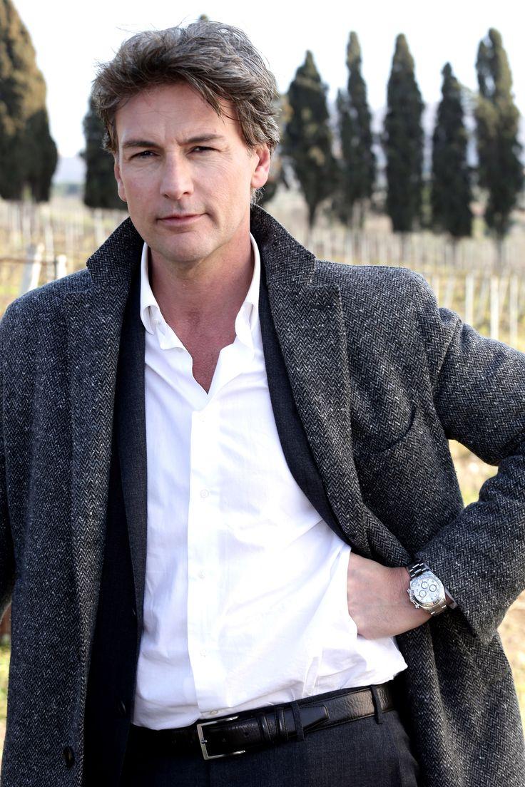 Le Tre Rose di Eva puntata 7 dicembre trama: Alessandro in carcere