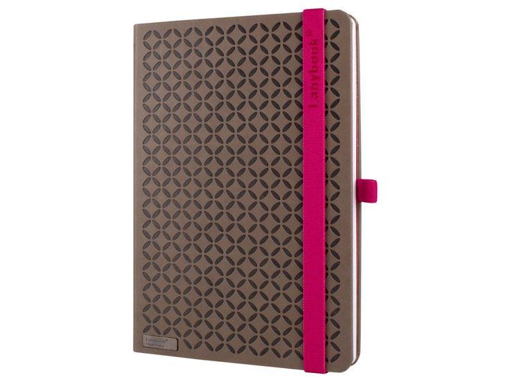 Chytrý a elegantní zápisník v hnědorůžovém barevném provedení, bude vašim neoblíbenějším společníkem.