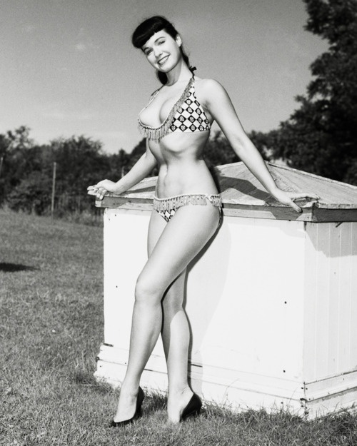 Betty Page Photos: FIRST PIN UP GIRL Images On