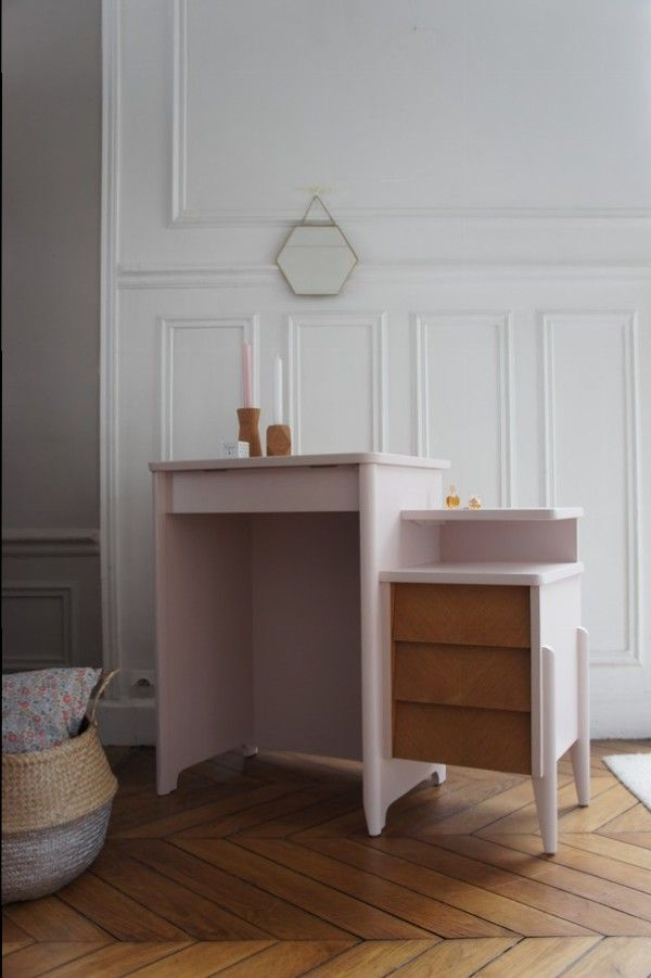 Bureau ou coiffeuse vintage ann es 50 disponible sur www for Petit bureau pin