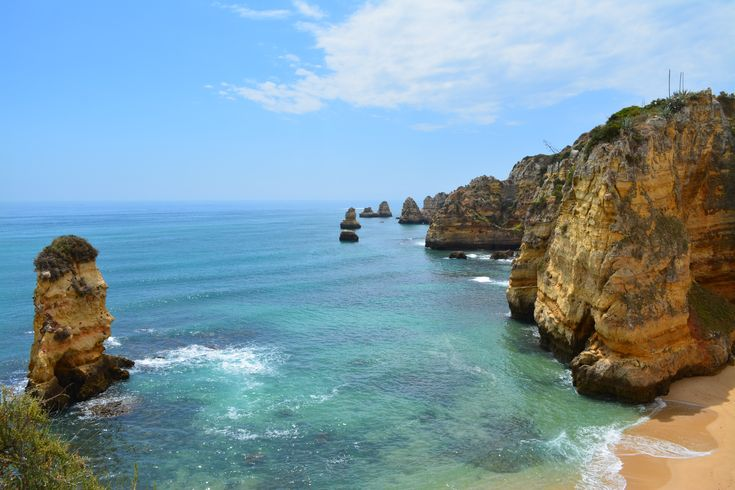 City vs. Coast: Exploring the Diverse Little Country of Portugal - via Pink Pangea 12.08.2015 | Portugal, resting on the western edge of Europe, is unassuming and underrated, its beauty and charm hidden from the typical tourist track.  I spent my trip traveling south up the coast and had a difficult time deciding if coastal living or city dwelling was more enjoyable here–they both had so much to offer. #travel #tips Photo: Algarve