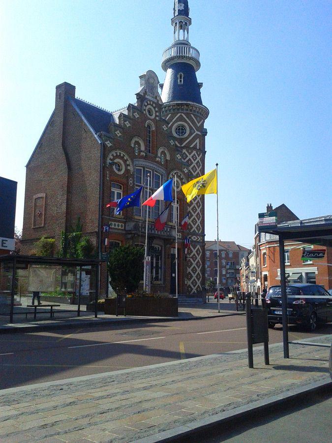Hotel de ville de Wambrechies - Flandre -France   Town Hall and belfry - Flanders - North France