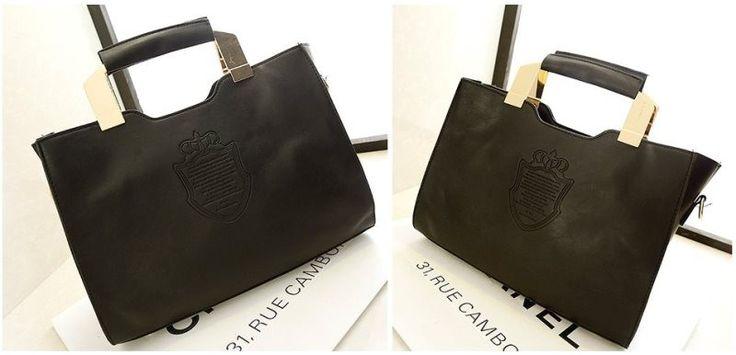 Tas selempang warna hitam yang terdapat gagang pegangan sehingga cocok untuk membawa notebook dan ipad ke kantor dan ke kampus.