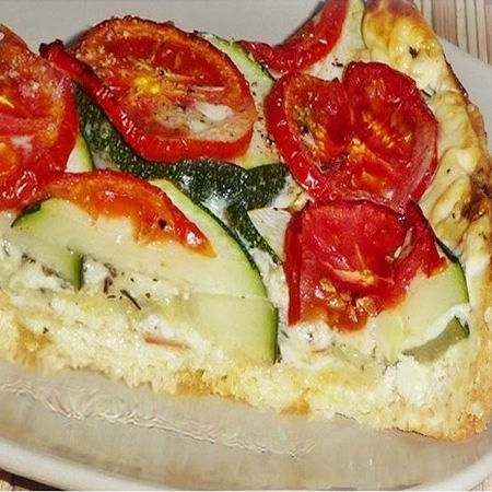 Cukkinis-sajtos-paradicsomos pite