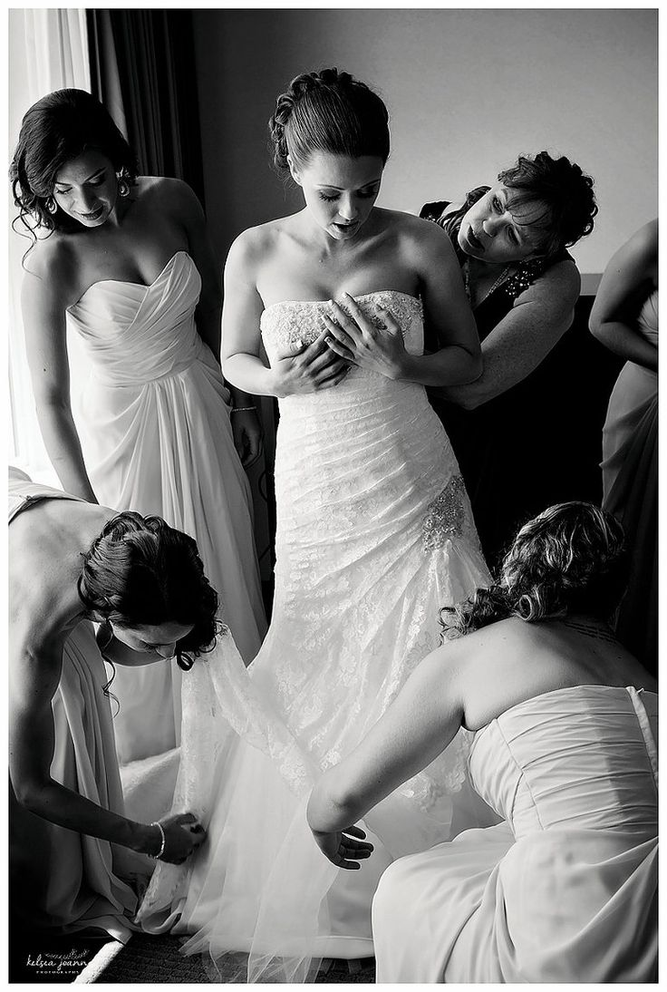 Must Have Bridal Pictures, Getting Ready Pictures for Bride. Getting Ready Poses - must have wedding pics. Eugene Oregon Wedding Photographer, specializing in Weddings & Family