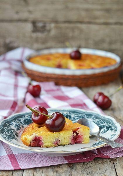 Bezglutenowe ciasto z czereśniami #gluten #bezglutenowe #ciasto #desery #owocowe #owoce #wiśnie #wiosna #przepisy #lato #kulinara #gotowanie #pieczenie #piekarnik #kucharz #cukiernia #cukiernik #weranda #country #domowe #pyszne #dieta #uczulenie #alergia #alergików #słodkie #słodko #bez #mąki #mąka #ciasteczka #deserek