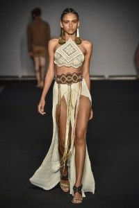 Janaina Z. (Major Model Brasil) também se destaca nos desfiles da temporada de moda