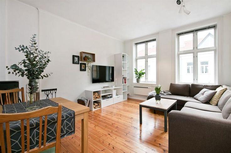 Grünerløkka - Stilren & klassisk 3-roms med god takhøyde - tregulv - peisovn. Nytt bad i 2013