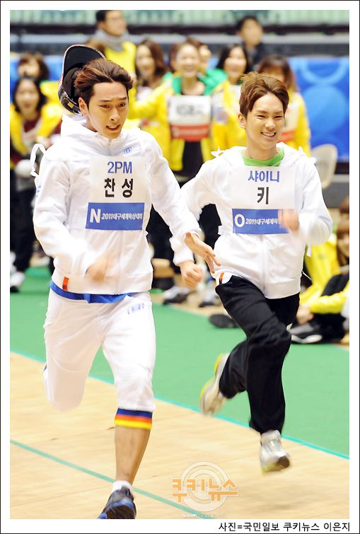 Chansung(2PM) & Key(SHINee) running for their lives on Korean TV show.