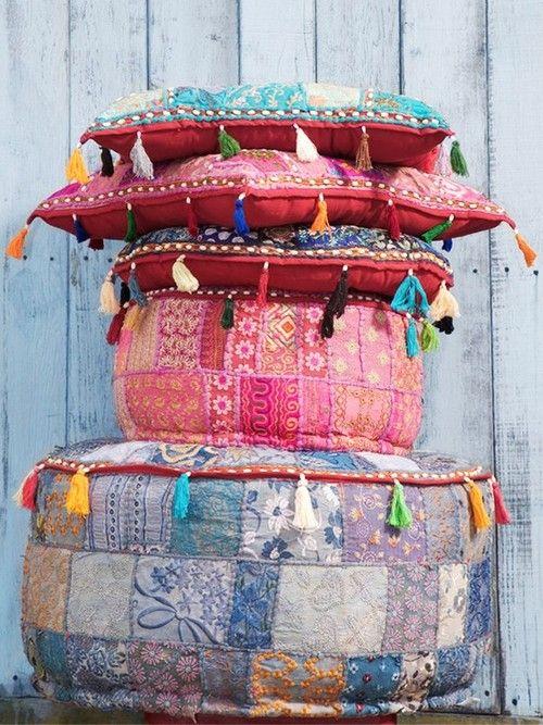 pillows, cushions, poufs