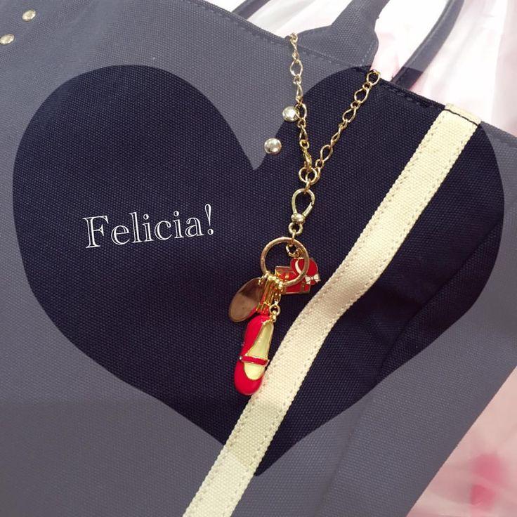 いいね!0件、コメント1件 ― Felicia!👠横浜赤レンガ倉庫さん(@felicia_0609)のInstagramアカウント: 「ネイビーのバッグに赤い靴を片足で…👠💕#ありがとうございます #felicia  #フェリシア  #幸せになる女の子には幸せにする一足がある  #横浜  #yokohama  #みなとみらい…」