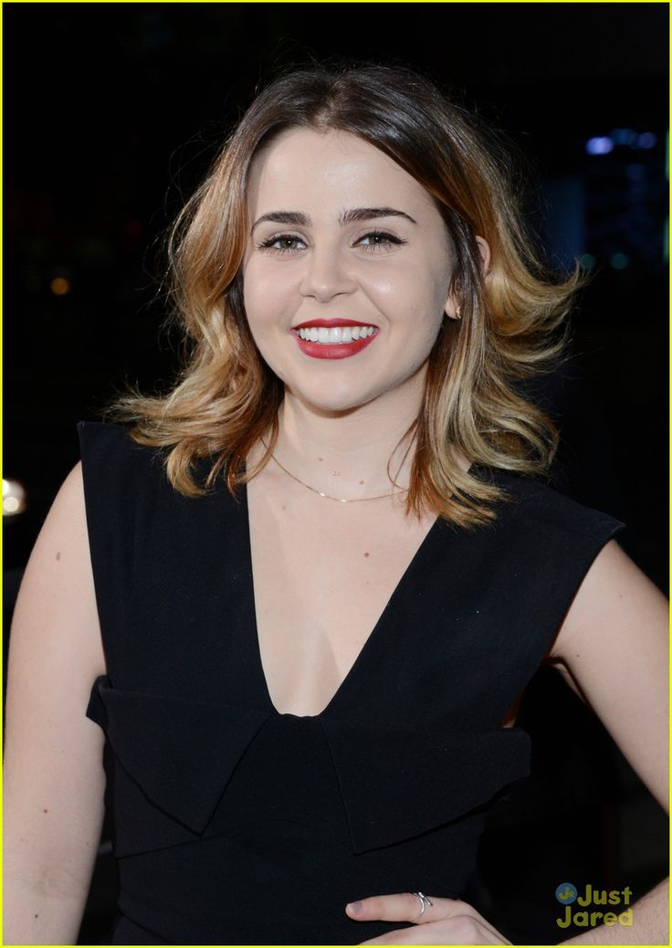 mae whitman | Mae Whitman: 'Perks' Wins at People's Choice Awards 2013