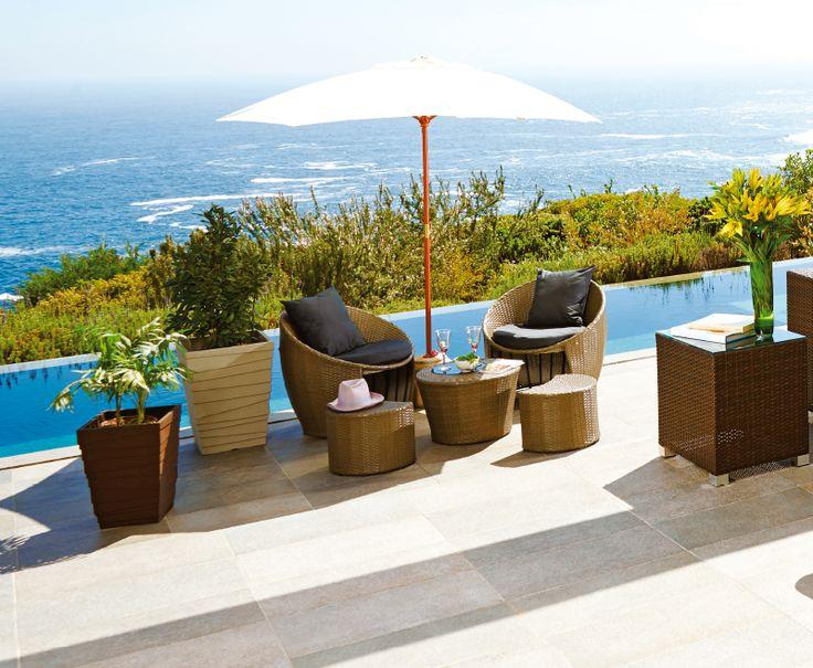 Qu linda vista complementa el paisaje con este juego de for Piscinas y terrazas ideales