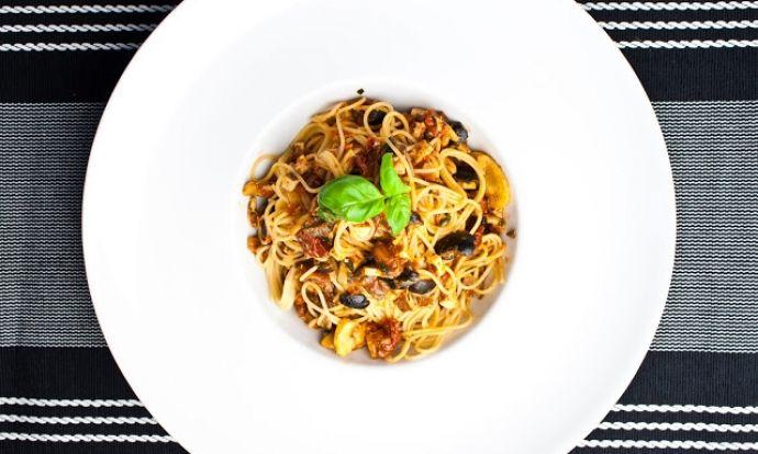 Špagety s rajčaty a tofu