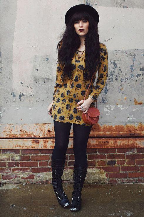Compra un vestido color mostaza y úsalo con negro. | 16 Trucos de moda para las chicas que les da pereza vestirse