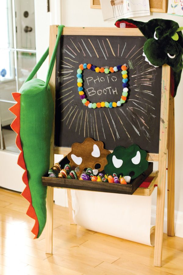 dinosaur-birthday-party-photo-booth-props