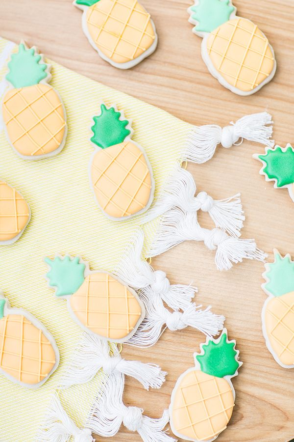 Pineapple cookie party