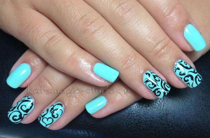 Дизайн ногтей бирюзового цвета.