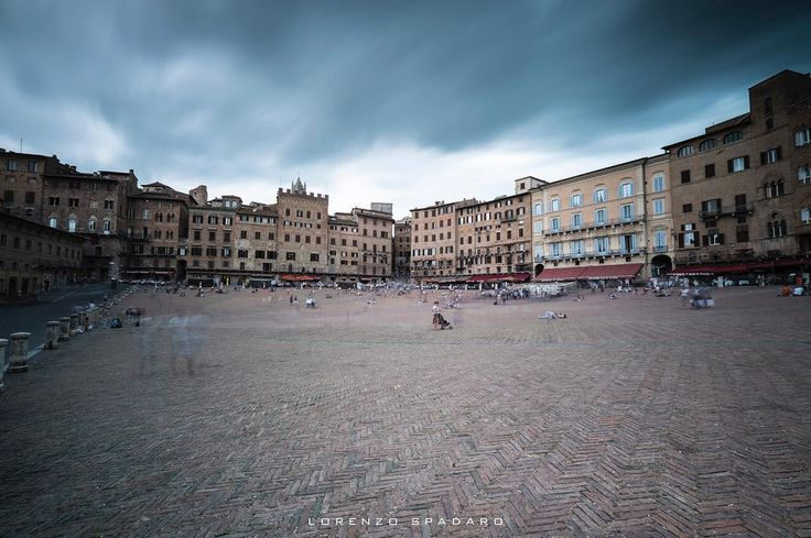 #daylight #naturallight  #instagood #bestoftheday #globe_captures  #follow4follow #igtoscana #igerstoscana #centofoto #instagood #instadaily #instamood #ig_global_life #ig_italy #igersitalia #igfriends_italy #gf_italy #fotografia_italiana #volgo_toscana #bw #streetphotography #longexposure #fujifilm #xpro2 #siena