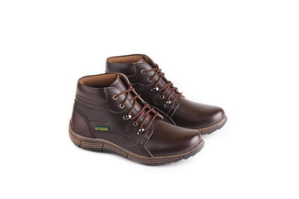 Sepatu Boot Pria tersedia banyak ukuran. Cocok untuk hadiah untuk orang yang Anda sayangi agar terlihat lebih gaya, tampil berbeda dan percaya diri. Sepatu Boot Pria dengan bahan KULIT dan Outsole MICROTEX ini dijamin awet! Ukuran: 38-43 Warna: COKLAT Sepatu Boot Pria Bahan KULIT Kuat 100% Original