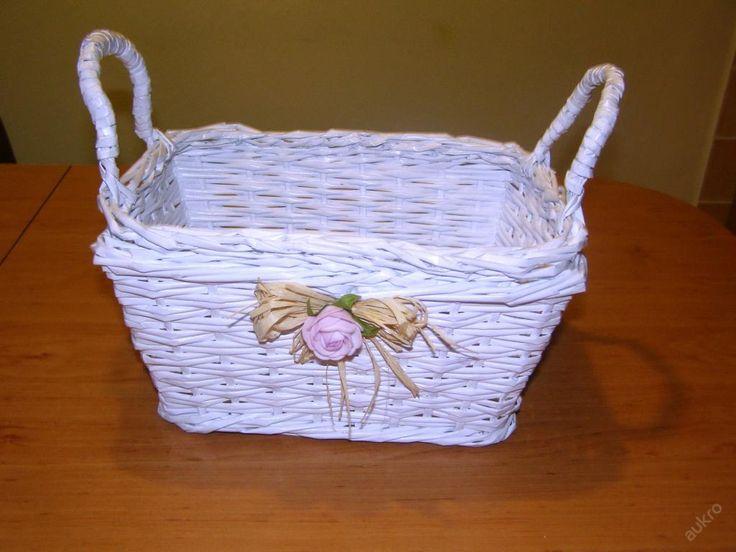 Ručně pletený košíček