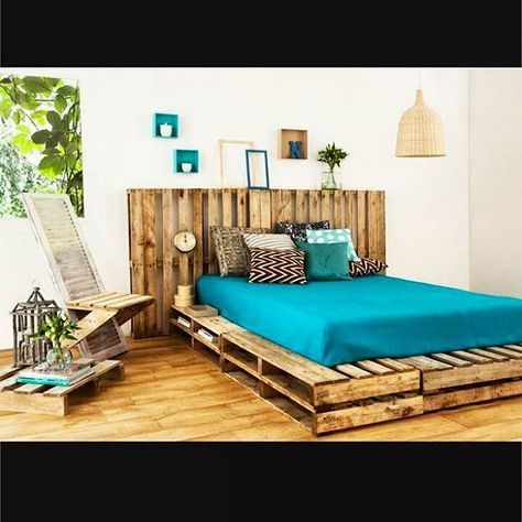 Make you own bed #wood #pallets #cosy #upcycling #makeityourself