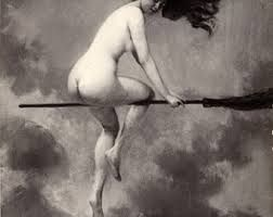 In 1170 werd lippenstift verbannen door het Britse parlement omdat 'vrouwen het gebruikte om mannen in het huwelijk te lokken' en het gezien werd als hekserij. Gelezen in GlamourNL