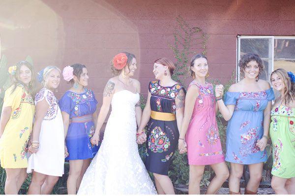 Las damas de honor con trajes típicos mexicanos