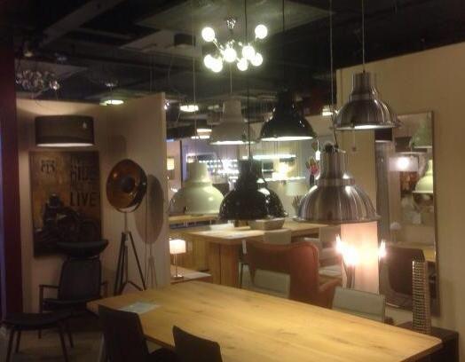 96 best images about showroom winkel interieur verlichting for Landelijk interieur winkels