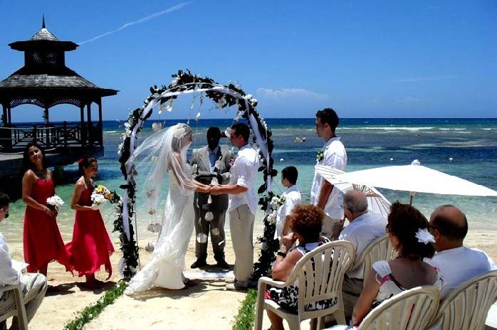 Seaside ceremony in Aruba, provided by Detination Weddings by Cruise Planners