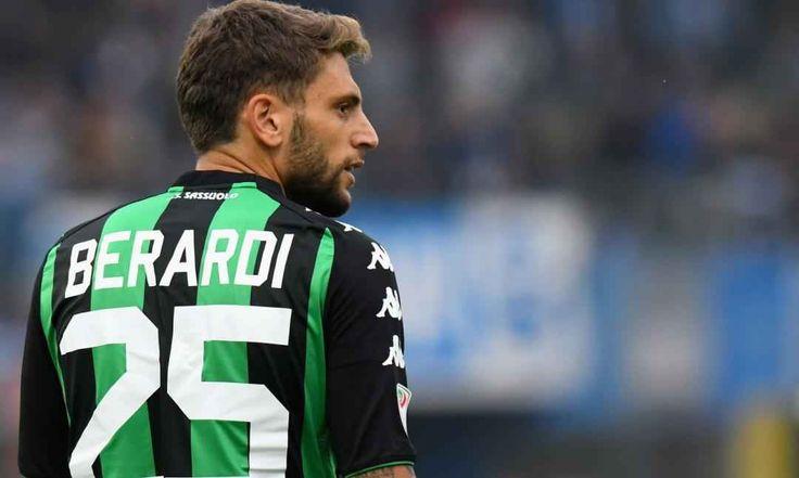 Napoli, c'è l'accordo per Berardi: I dettagli Il nome nuovo sembra essere quello dell'attaccante del Sassuolo, Domenico Berardi. Il giocatore, in passato nel mirino di Juventus ed Inter, sta vivendo un periodo molto negativo con la maglia nerove #napoli #sassuolo #berardi