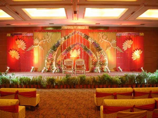 Wedding planning if you are on low budget so don t for Indoor stage decoration
