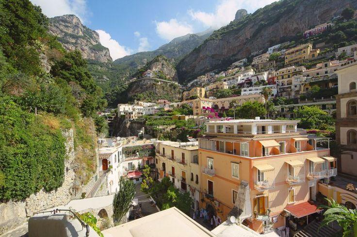 Jeśli swoje wakacje spędzacie na campingu Baia Domizia, wizyta w najpiękniejszym mieście Kampanii Positano jest absolutną koniecznością:  https://eurocamp.pl/miejsca-warte-odwiedzenia/wlochy/positano-wybrzeze-amalfi-wlochy#!prettyPhoto