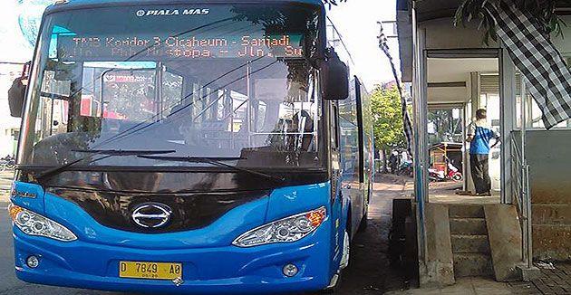 Angkot-Angkot yang usianya sudah diatas 10 Tahun rencana akan dibeli oleh Dinas Perhubungan Kota Bandung dalam rangka program konversi angkot bandung ke Bus