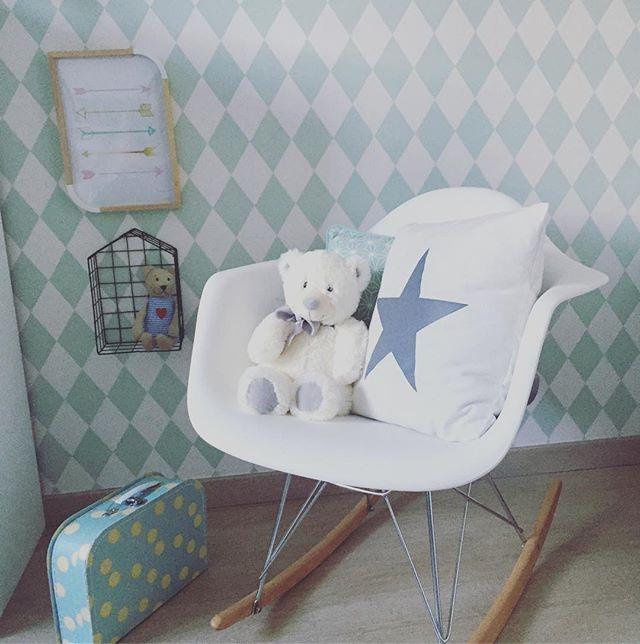 Buenos días!!! Dos días y descanso... Así se empieza mejor la semana☺ #decoracion #deco #decor #decoration #instadeco #instadecor #instadecoracion #nordico #nordic #estilonordico #decoracionnordica #nordicstyle #lacasadelucas #interior #interiordesign #interiorismo #decokids #bebe #baby #habitacionbebe #babyroom #eames #harlequin #mint #inebohodecochic