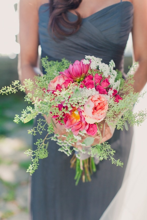 LOVE the gray dress and the beautiful pinks and green accent of the flowers. swoooon.