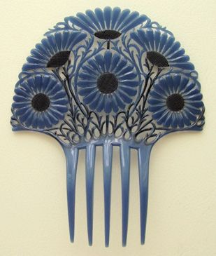 Art Deco Hair Comb by Auguste Bonaz. The Bonaz atilier seem to have made this design in a number of colourways.
