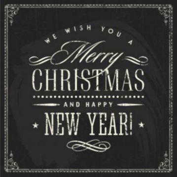 Trendy kerstkaart met zwart krijtbord achtergrond en in typografische tekst de kerst en nieuwjaarswens.