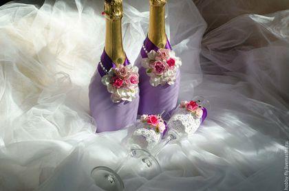 Купить или заказать Набор свадебных аксессуаров в сиреневом цвете в интернет-магазине на Ярмарке Мастеров. Набор свадебных аксессуаров в сиреневом цвете. Подчеркнуть стиль свадебного торжества можно с помощью аксессуаров, выполненных в едином ключе. В состав свадебного набора входят: бокалы, съемная одежда на шампанское, семейный очаг. Так же в состав набора можно добавить свадебную казну, браслеты для подружек невесты,подушечку для колец, книгу пожеланий и прочие приятные мелочи.