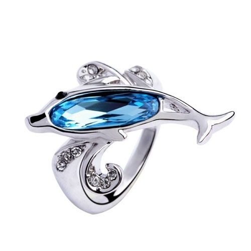 Beautiful dolphin ring! I know im nerdy but i would die if this was my engagement ring!!