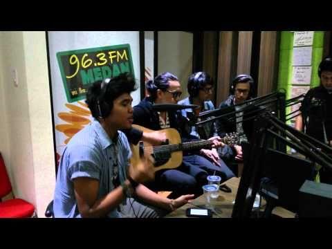 The Cure - Love Song cover DEGA live 96,3 Medan FM