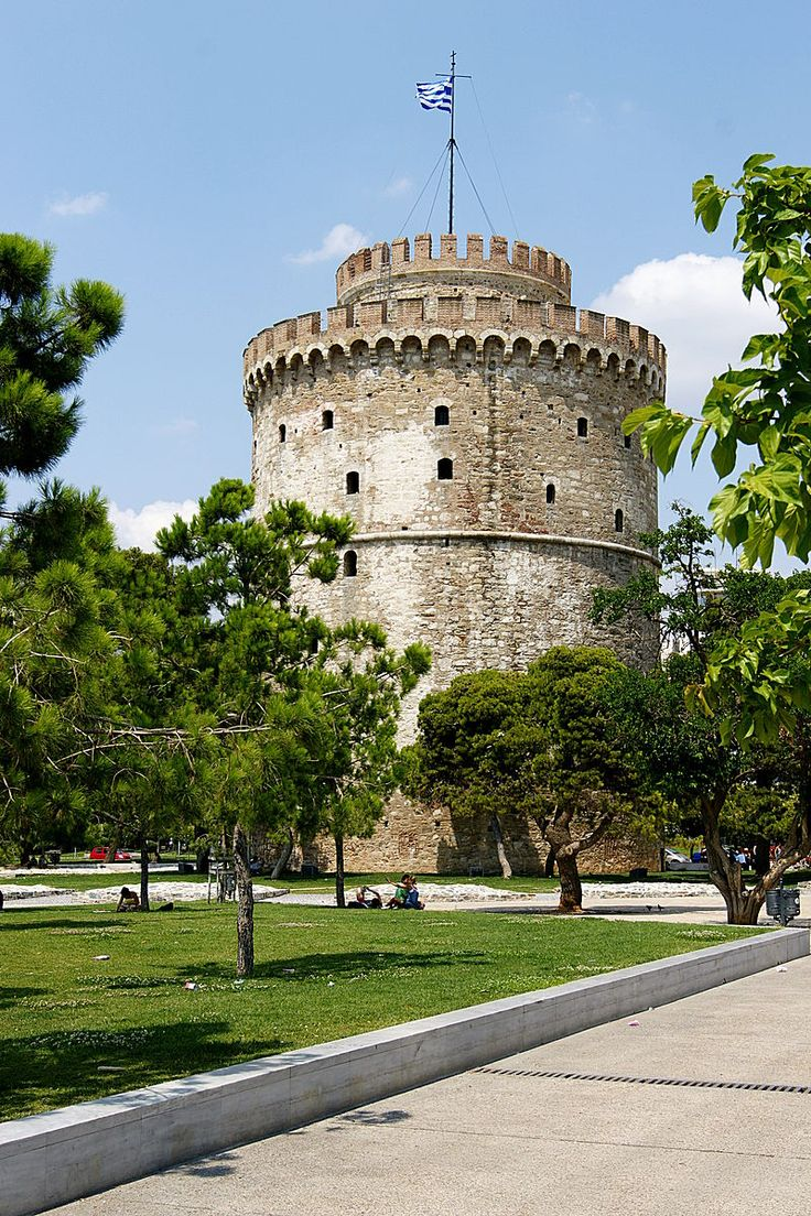If you need a starting point for your city break in Thessaloniki: this is it! The White tower is the main symbol of this lovely greek town.